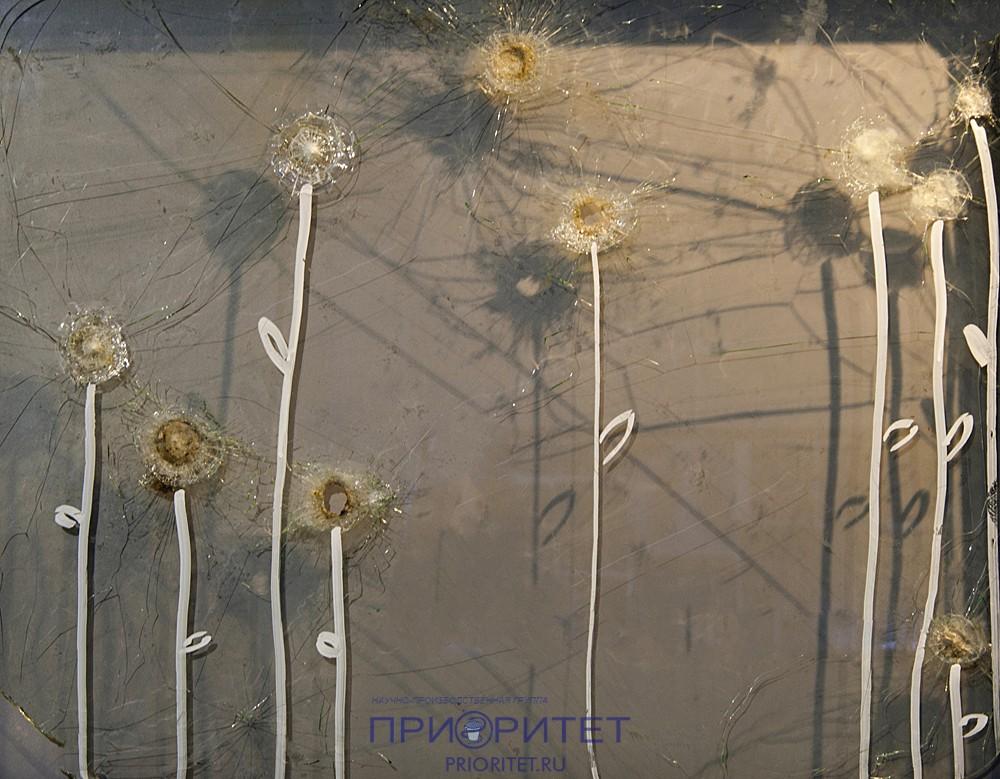 Цветы из разбитых стёкол